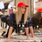 Femeie practicand fitness EMS